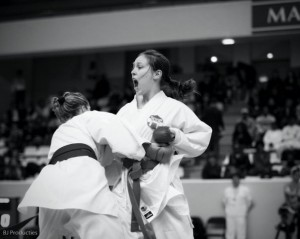Lindsey Weerdenburg in actie tijdens de Open de Paris Karate premier league